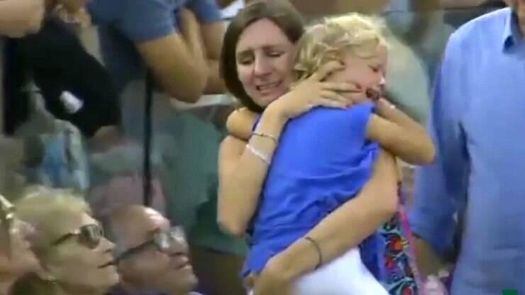 Nadal interrompe jogo para mãe encontrar filha perdida; assista - Tênis - iG