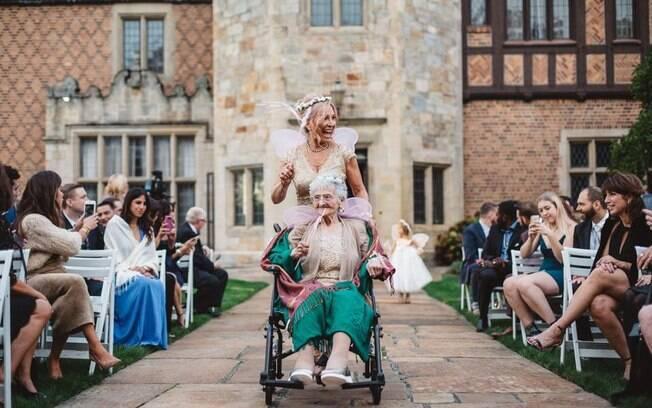 Homenagem para avós em casamentos podem ir desde a participação como daminha até um detalhe na decoração