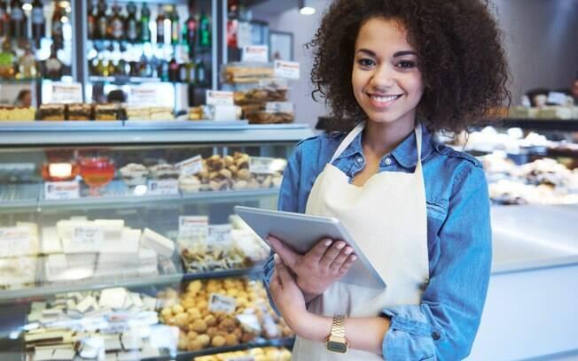 O MEI (sigla para Microempreendedor Individual) é a pessoa que trabalha por conta própria e que legaliza o seu negócio, tornando-se um pequeno empresário