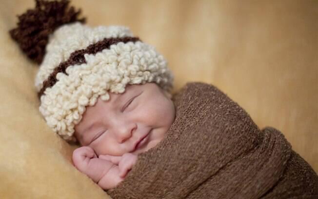 Nos primeiros dias de vida, bebê dorme a maior parte do tempo e facilita o ensaio