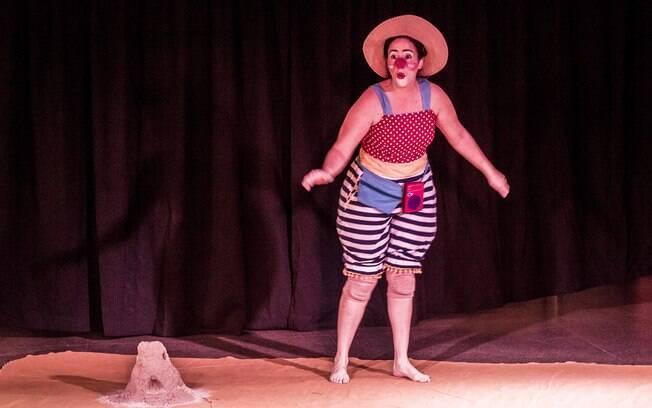 A palhaça Carmela da Cia. Teatral Circo Delas em espetáculo gratuito