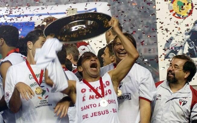 Júnior foi campeão da Libertadores e do Mundial de Clubes com o São Paulo em 2005
