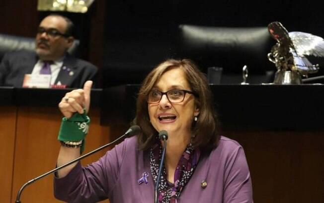 Senadora Malu Micher apareceu nua durante videochamada no zoom
