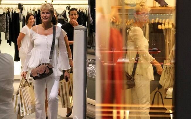 Xuxa tirou a tarde desta quinta-feira (8) para fazer compras no Rio