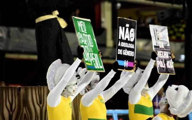 Acadêmicos de Vigário Geral criticou Bolsonaro usando