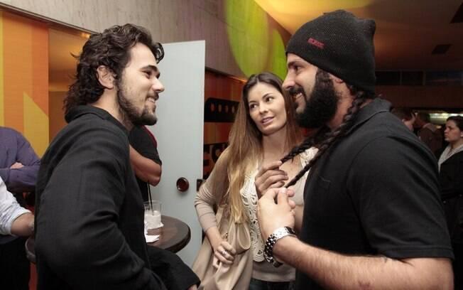 Bruno Ferrari, Elaine Albano e Iran Malfitano trocam figurinhas