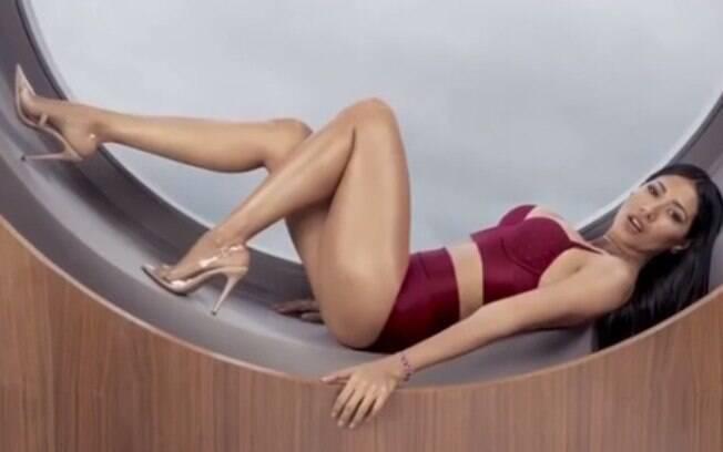 Simaria mostra lingerie para o reveillon