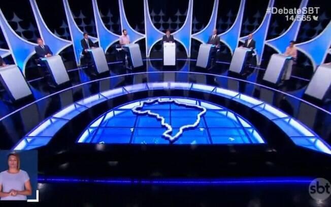 Candidatos falaram sobre propostas e refizeram acusações mútuas em debate presidencial realizado nesta quarta (26)