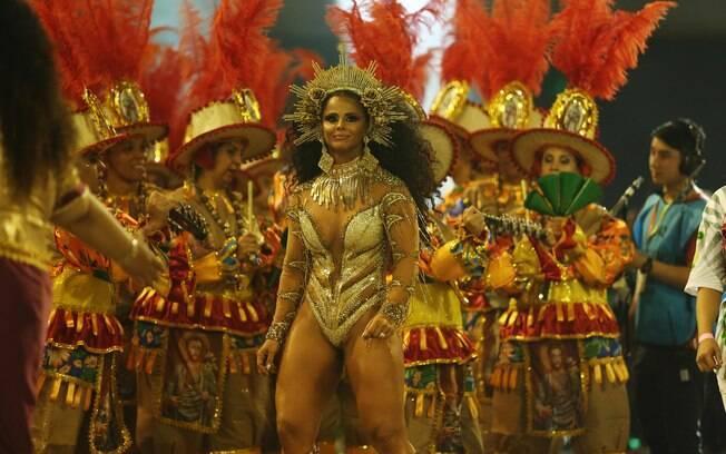 Viviane Araújo desfilou pela Mancha Verde neste sábado com uma fantasia inspirada na roupa de Beyoncé
