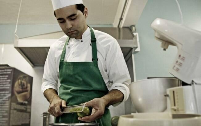 O chef Junior Paz, da Bottega Pace, em Caxias do Sul, capricha na execução de cada prato. Foto: Divulgação