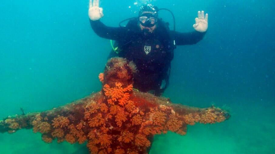 Karan ficou impressionado com a paisagem embaixo d'água na Ilha dos Meros
