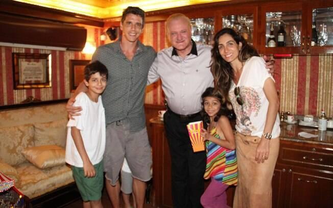 Márcio Garcia e Caio Blat levam os filhos ao circo