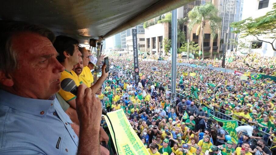 Bolsonaro discursando em São Paulo