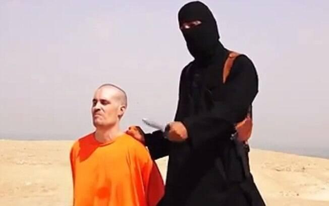 Insurgentes do grupo jihadista Estado Islâmico divulgaram a decapitação do jornalista americano James Foley em 19 de agosto de 2014