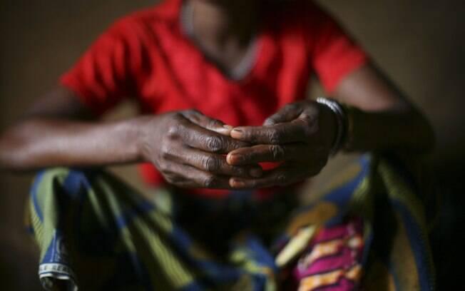 Congo: congolesa não identificada foi estuprada por homens de milícia armada que ocuparam Livungi, onde ela morava. Estupros são arma de guerra no país. Foto: NYT