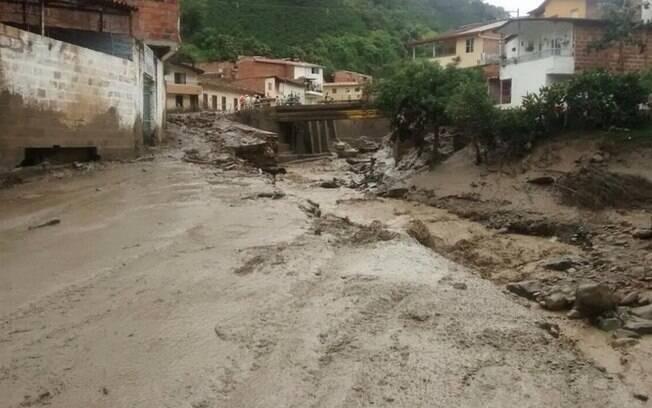 Imagem postada pelo governador de Antioquia, Sergio Fajardo, na tarde desta segunda-feira