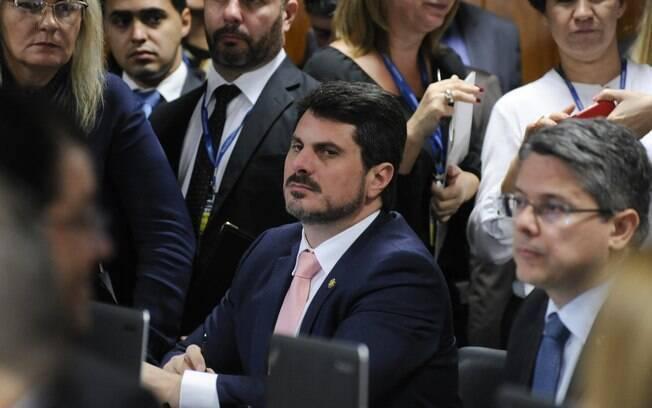 Marcos do Val (Cidadania-ES) é relator na CCJ do decreto de armas e será condecorado por Bolsonaro