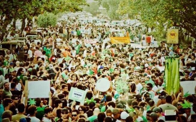 Milhares de pessoas se manifestam no Rio de Janeiro pela legalização da maconha no país
