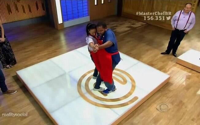 Após desavenças, Cristiano e Iranete dançam forró no
