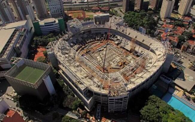 Foto aérea da obra do Allianz Parque, novo  estádio do Palmeiras, em julho de 2013