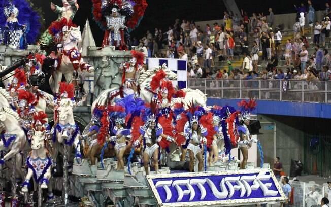Escola da zona leste trouxe a história do santo guerreiro e seu cavalo na avenida do samba