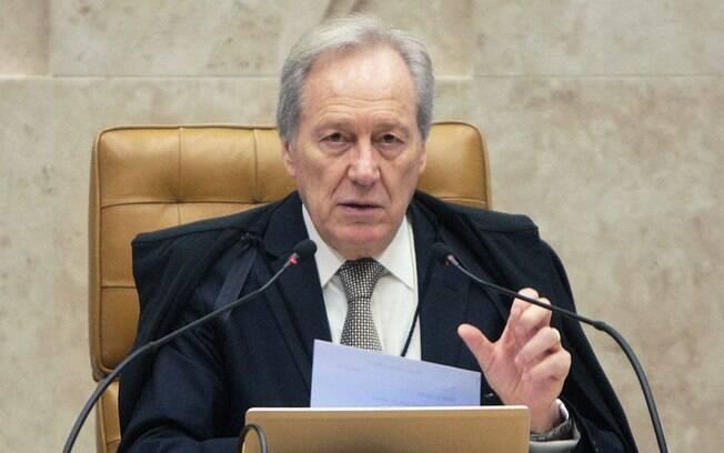 Defesa de Lewandowski afirma que bonecos desrespeitama credibilidade do Poder Judiciário