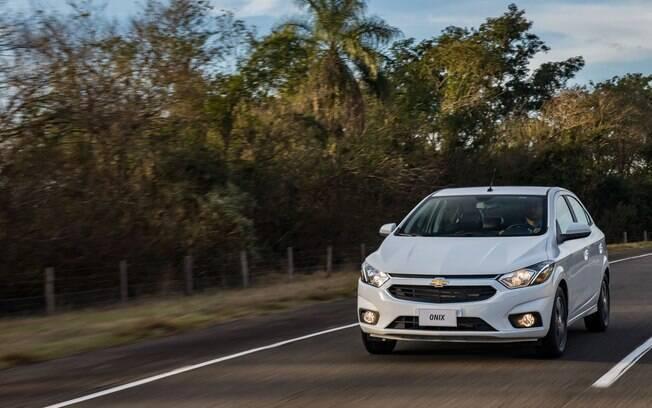 Chevrolet Onix LT vende bem e gasta pouco, mas é um dos carros que mais desvalorizam de acordo com a KBB Brasil