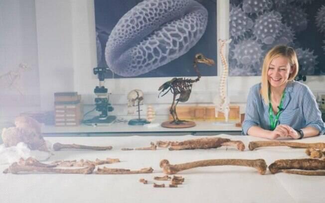 A cientista forense da Universidade de Derby, Sanita Nezirovic ficou impressionada com a simetria dos ossos do homem