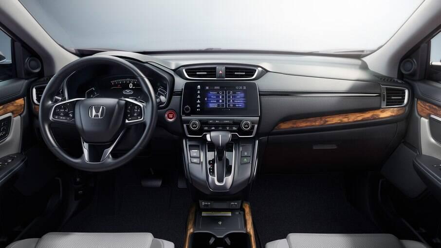 Interior com detalhes de madeira mostra que a questão da qualidade do acabamento foi levada a sério no CR-V 2021