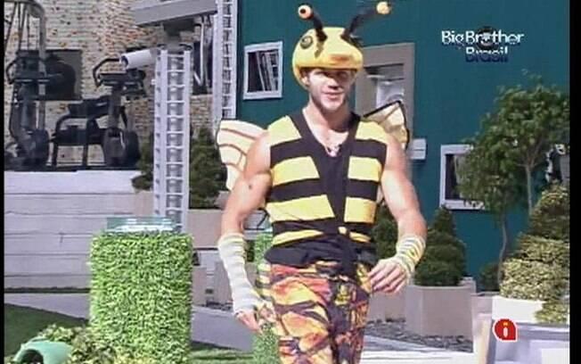 Jonas comemora a sua atuação como abelha