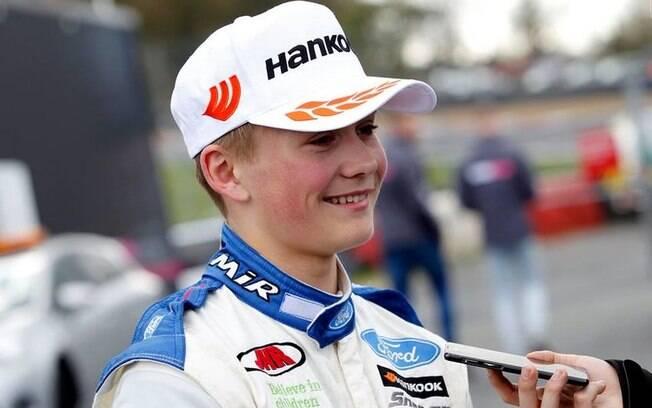 Adolescente britânico tem pernas amputadas após acidente na Fórmula 4