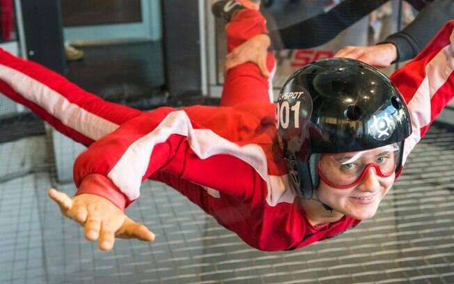 Tanto casais viciados em adrenalina quanto os mais ponderados vão adorar brincar num túnel de paraquedismo