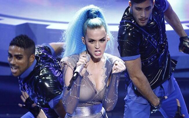 Katy Perry no Echo Awards 2012: rabo de cavalo e fios frisados