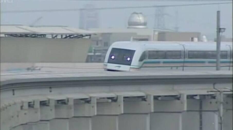Maquinista abandona controle de trem-bala para ir ao banheiro no Japão