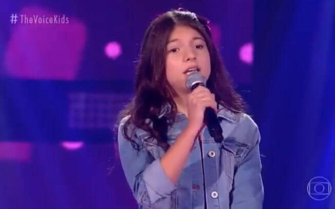Mabê Neves, neta de Milton Neves, esquece a letra e é aprovada no 'The Voice Kids'