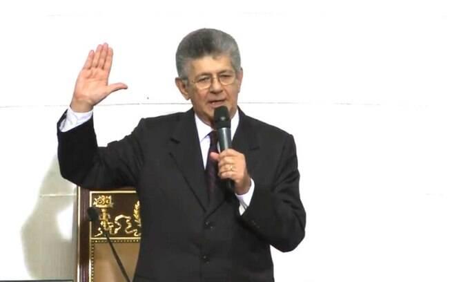 O oposicionista Henry Ramos Allup, novo presidente da Assembleia Nacional, pressiona o governo para mudanças imediatas na condução política e econômica no país