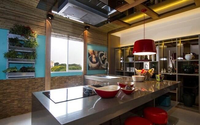 decoracao cozinha tradicional:Janelas também são bem-vindas na cozinha. A entrada de luz natural