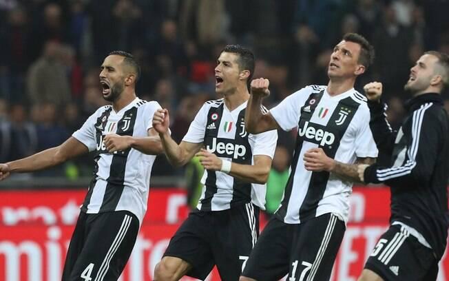 Jogadores da Juventus comemoram a vitória em cima do Milan
