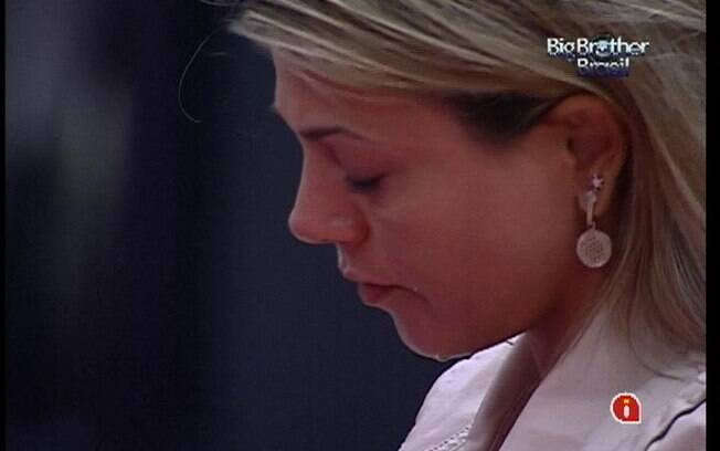 Sister derrama lágrimas, aparentemente, sem motivos