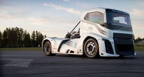 Caminhão bate recorde mundial de velocidade