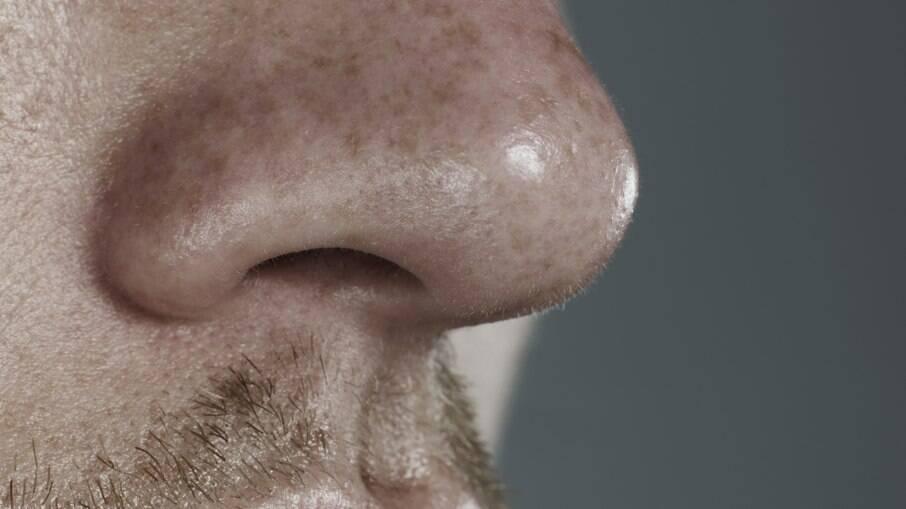 Fadiga e perda do olfato ou paladar foram os sintomas mais comuns, mas problemas para respirar e confusão mental também foram relatados por alguns