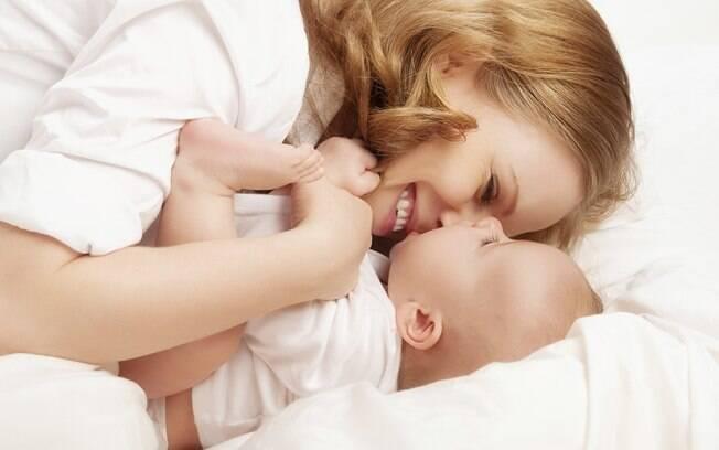 Prestar atenção aos sinais do bebê e respondê-los com mais afeto faz com que ele adquira mais habilidades sociais e tenha relacionamentos mais positivos