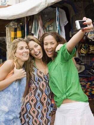 Pesquisa afirma que amizade tem preço: 235 mil reais por ano