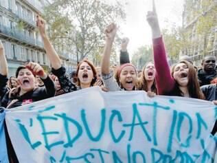 Em 2013, parisienses protestaram contra deportação de romena