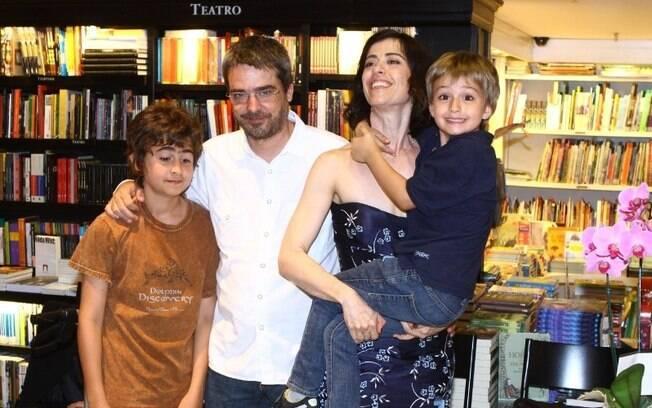 Fernanda Torres e Andrucha Waddington tiveram um momento complicado no casamento após a traição do marido com a produtora Gabi Figueredo