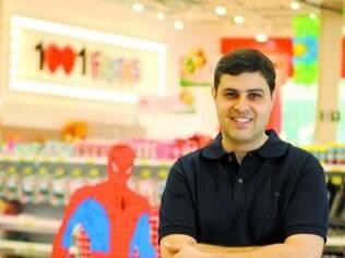 Variedade.  Thiago Almeida, um dos sócios, revela que o mix de produtos nas lojas chega a 10 mil