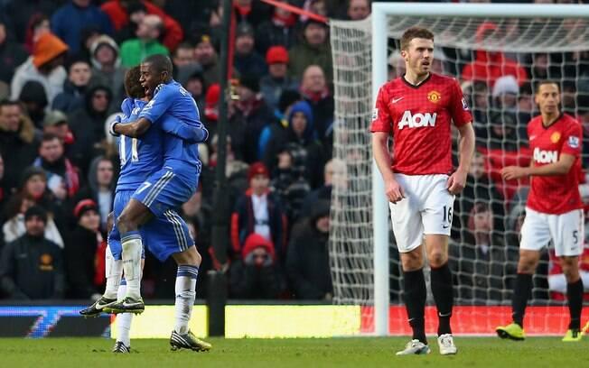 Ramires comemora o gol que garantiu o empate  do Chelsea contra o Manchester United
