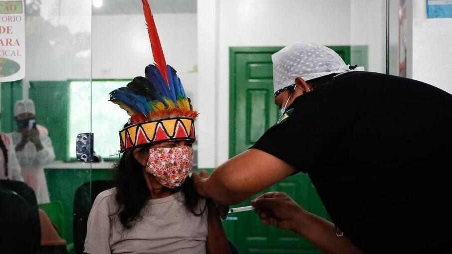 Primeira vacinada entre os indígenas no Amazonas