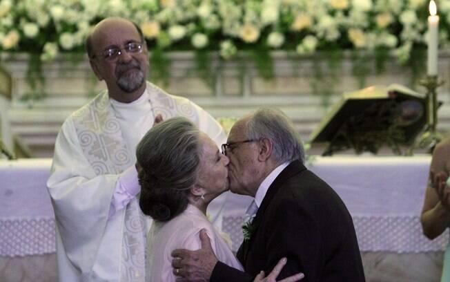 O casal diz sim no altar
