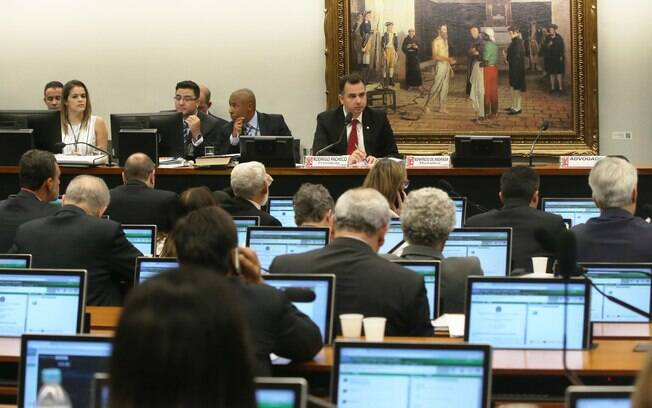 CCJ durante reunião para discutir segunda denúncia contra Michel Temer nesta terça-feira (10)